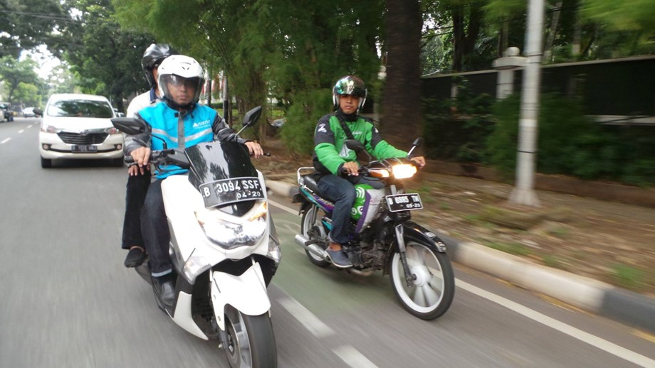 Indonesia asks Go-Jek, Grab to register as transport companies for safety requirements