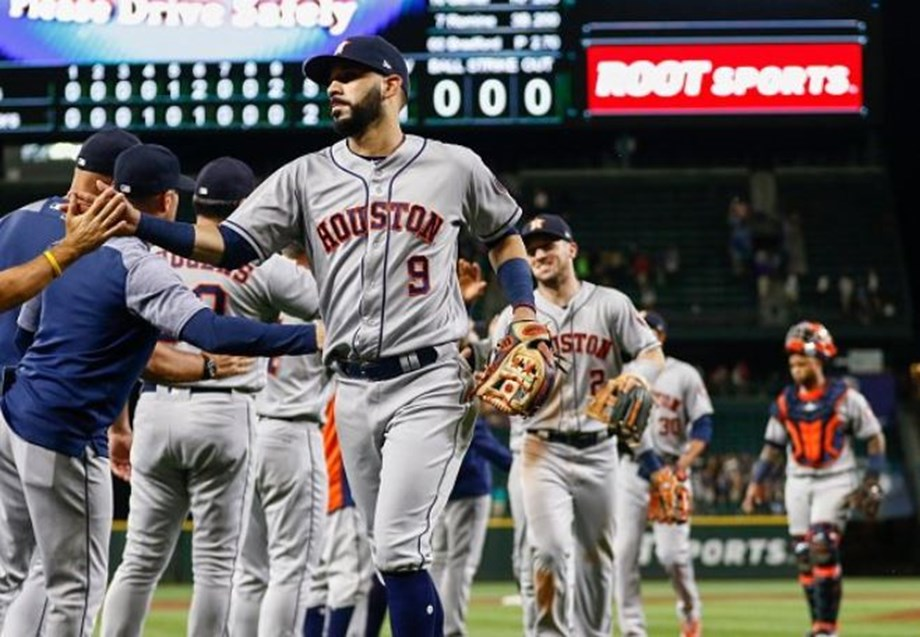 Gonzalez s hit two of Houston's four home runs as  Astros defeated the host Seattle Mariner
