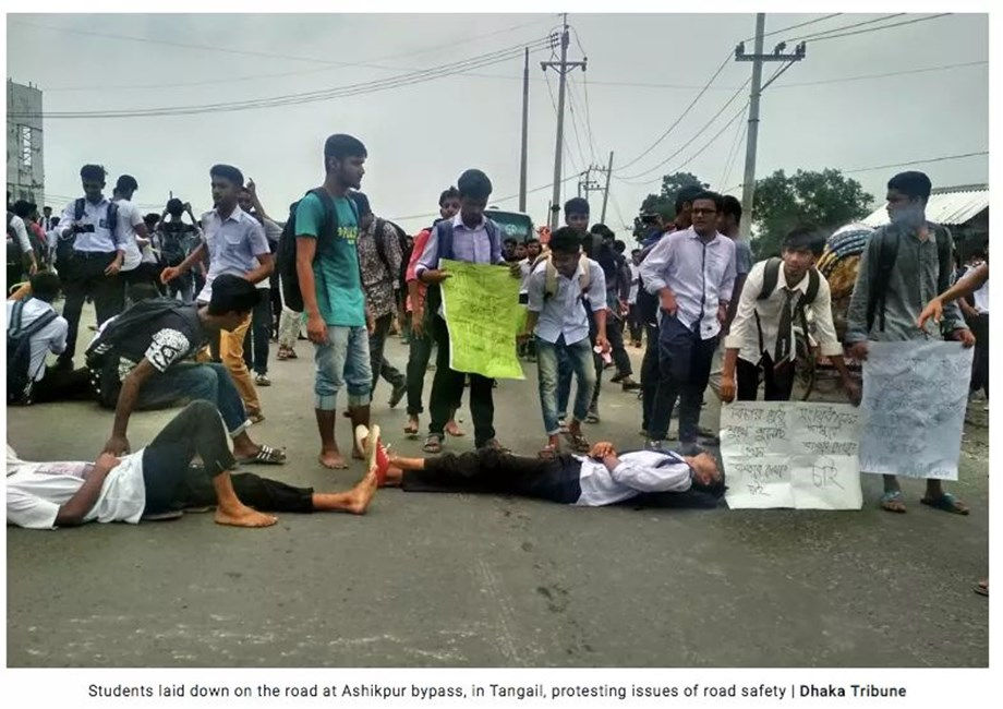 Protest in Bangladesh against teenagers killed by speeding bus worries government