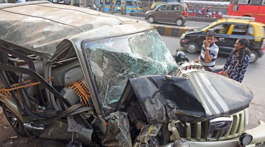 At least five persons, including three women killed as jeep rams into truck in UP