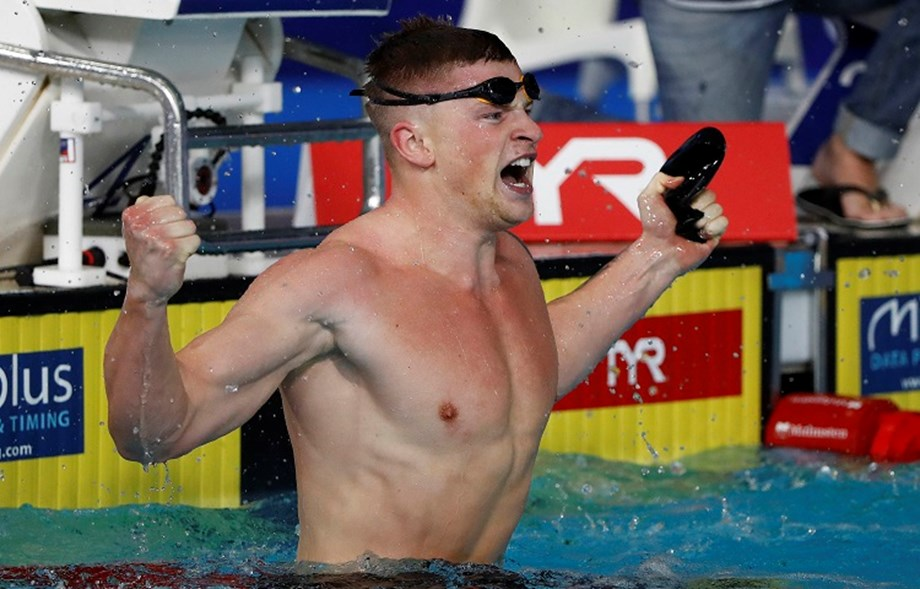 Adam Peaty clocks 57.00 seconds, set a world record for 100 meters breaststroke