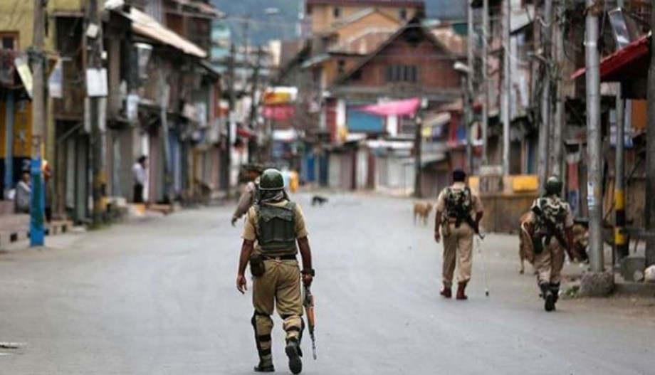 Life in Kashmir disrupted due to complete shutdown