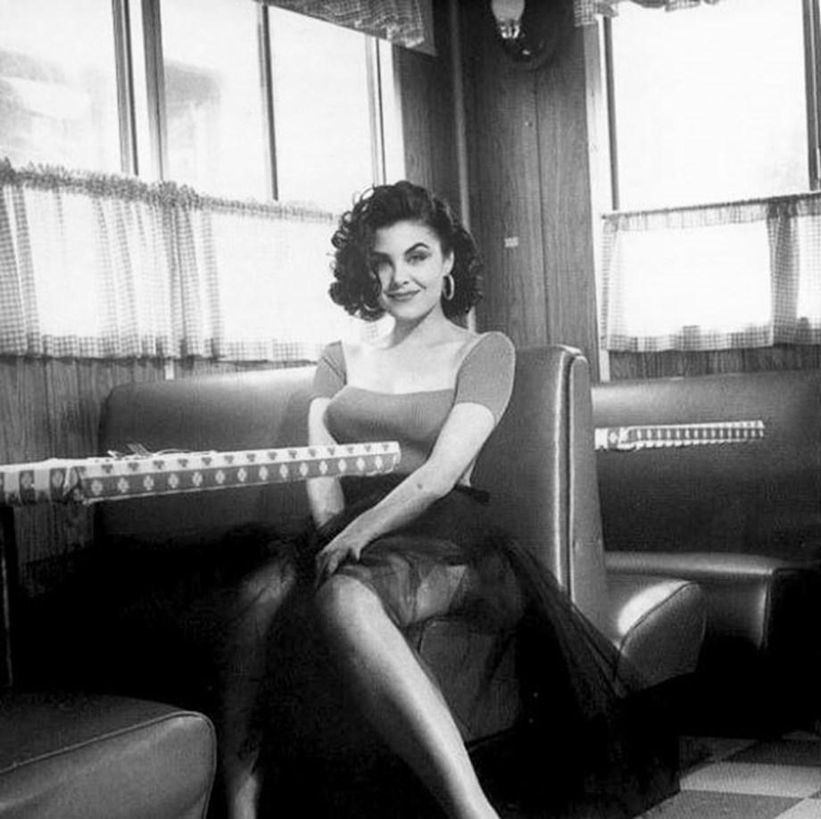 Twin Peaks star Sherilyn Fenn to play silent film star Alla Nazimova in Silent Life