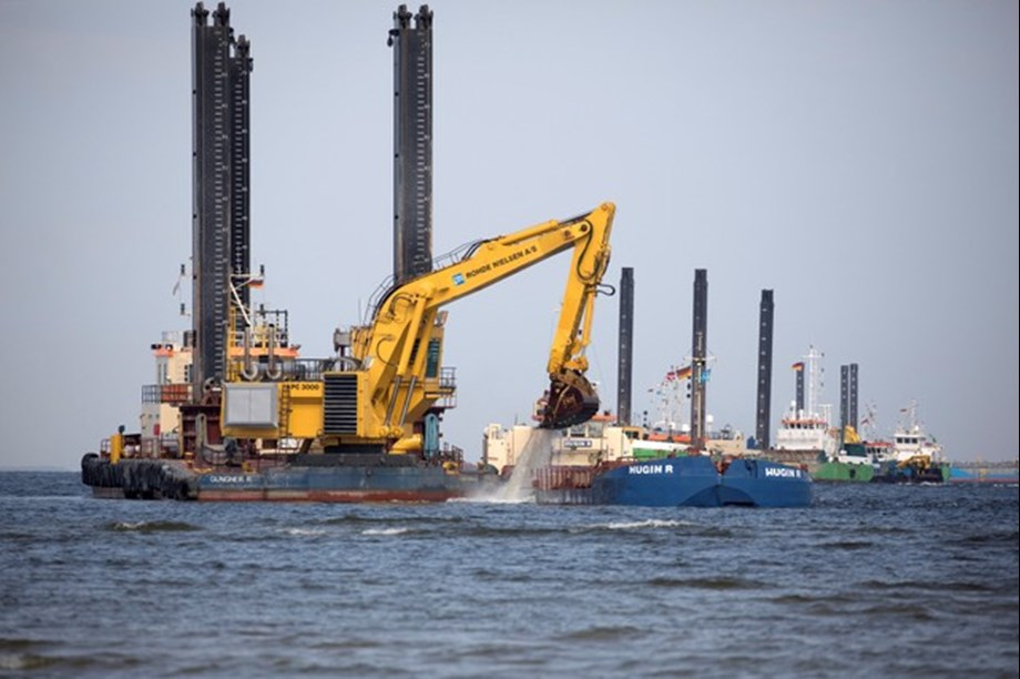 Gas pipeline from Russia under Baltic Sea to Germany troubles Merkel