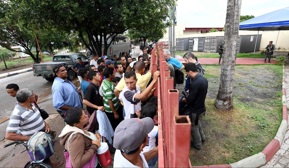Brazil closes border to Venezuelans after mass crossings: official