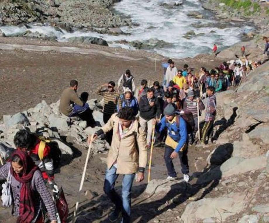 Fresh batch of 454 pilgrims leave for cave shrine in south Kashmir Himalayas
