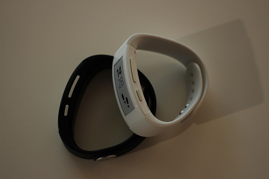 Scientist develops plastic wrist band to monitor health and environment