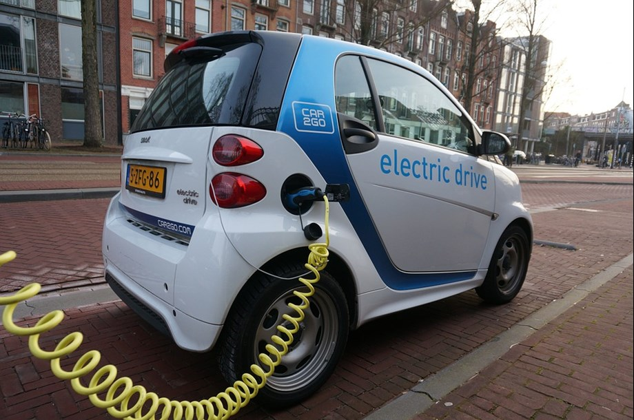 Canada to start projects aimed at electric vehicles, road safety, waste management