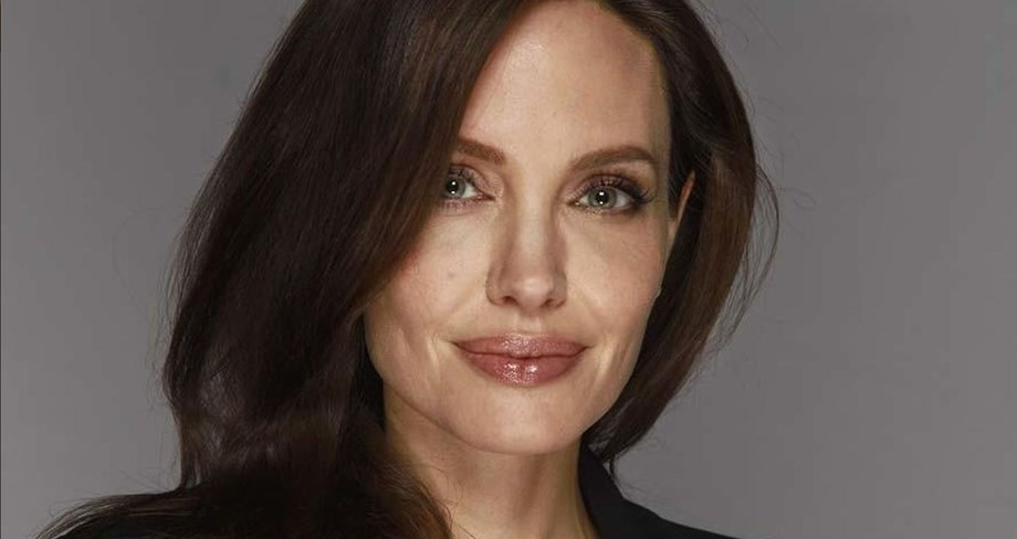 Brad Pitt not paying 'meaningful' child support, says Jolie in court documents