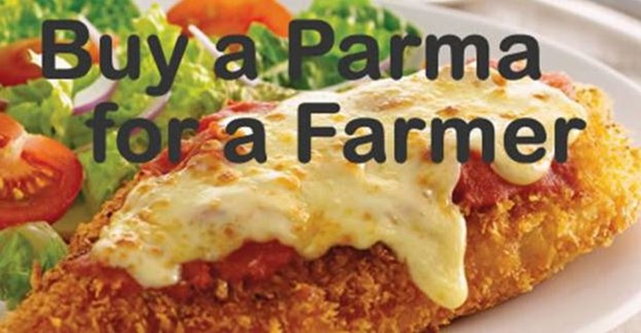 Australians eat 'parma' for drought-stricken farmers