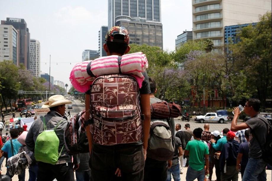 Close to 200 migrants in Mexico caravan to seek US asylum