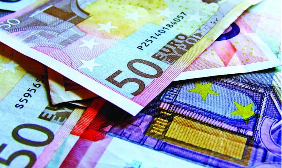Euro whacked as Turkey sell-off boosts dollar
