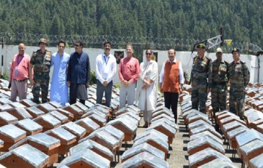 KVIC distributes 2330 Bee-Boxes in Kashmir, betters its own record