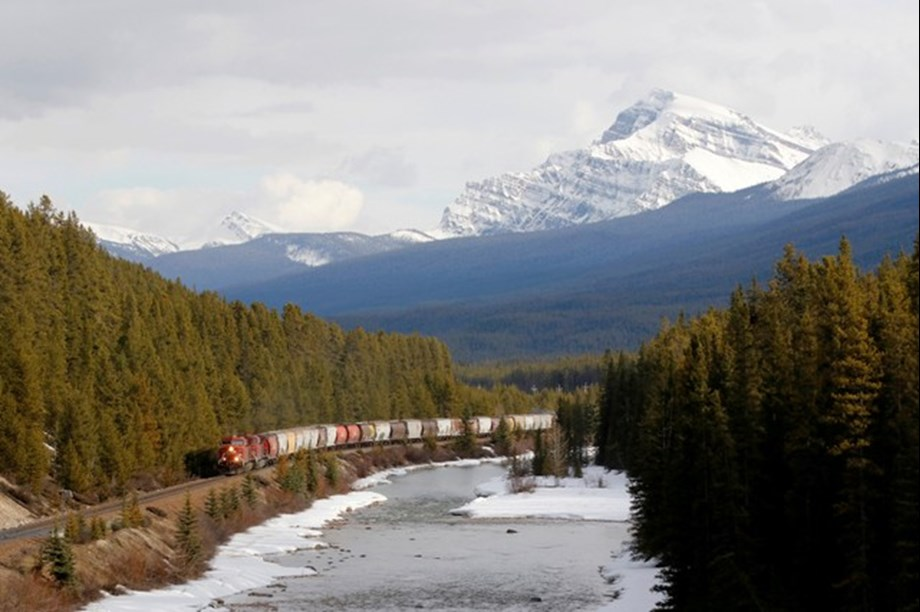 Canada announces investment to reduce emissions from rail locomotives