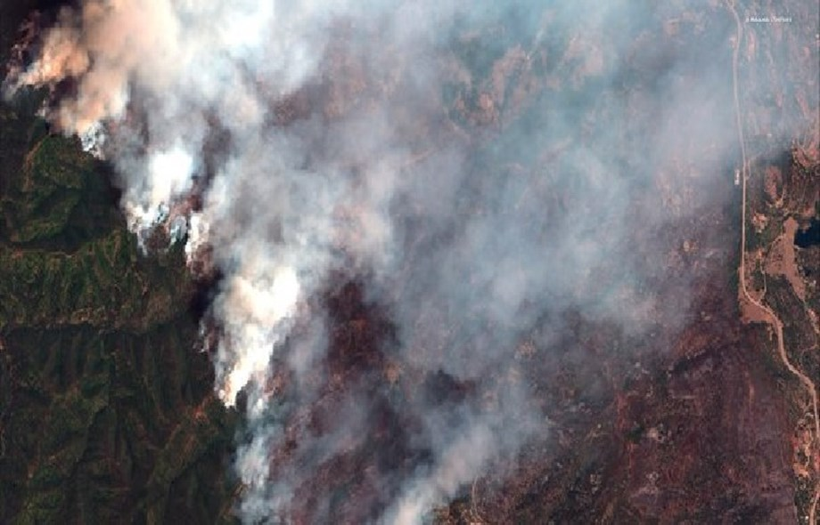 Colorado wildfire displaces thousands, prompt national forest closure