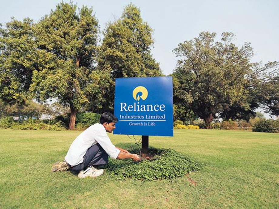 Reliance Industries with INR 7 lakh-cr mark in market capitalization