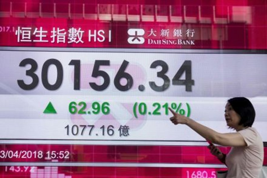 Hong Kong shares with first weekly gain as trade war concerns ease