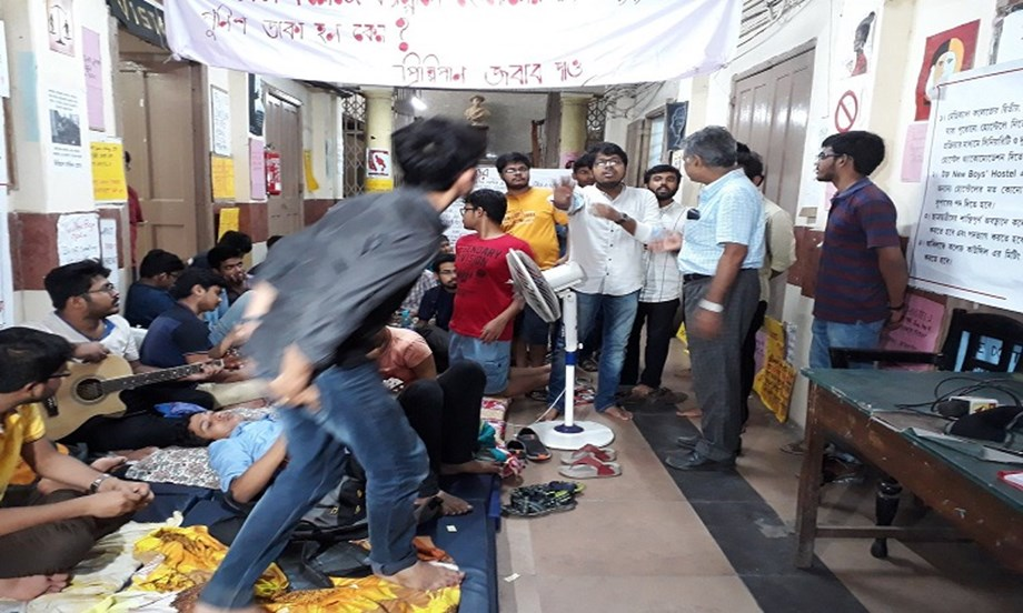 Calcutta Medical Collage & Hospital senior students' fast enters day 4 on demand for hostel accommodation
