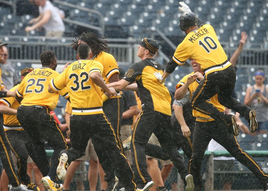 Sixth straight win for Pittsburgh Pirates, beats Milwaukee by 7-6