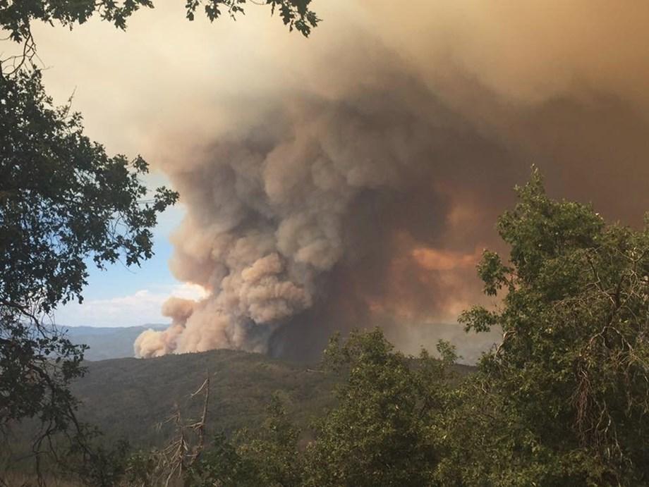 Ferguson Fire shuts down key route to Yosemite National Park
