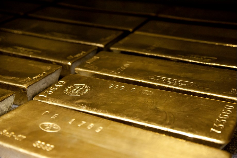 Gold futures rise on positive global cues