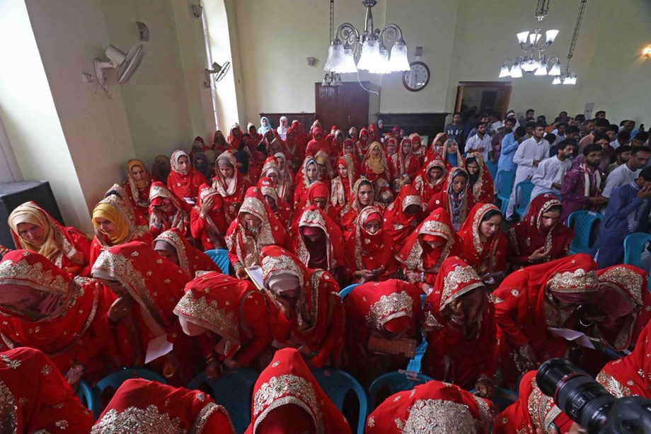 Mass wedding in Srinagar, 105 economically weak couples tie not