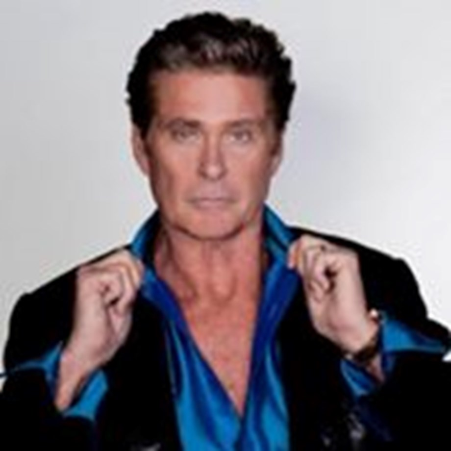 David Hasselhoff to tie knot with Hayley Roberts this month