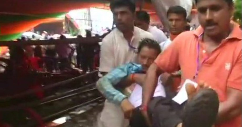 Tent collapses during PM's Midnapore rally, 20 injured