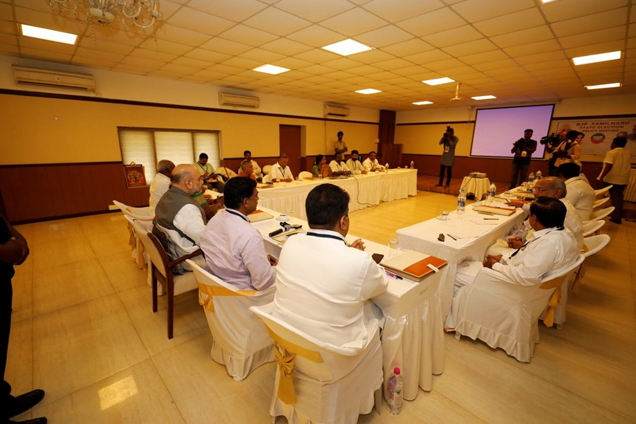 Ahead of monsoon session, govt reaches out to opposition