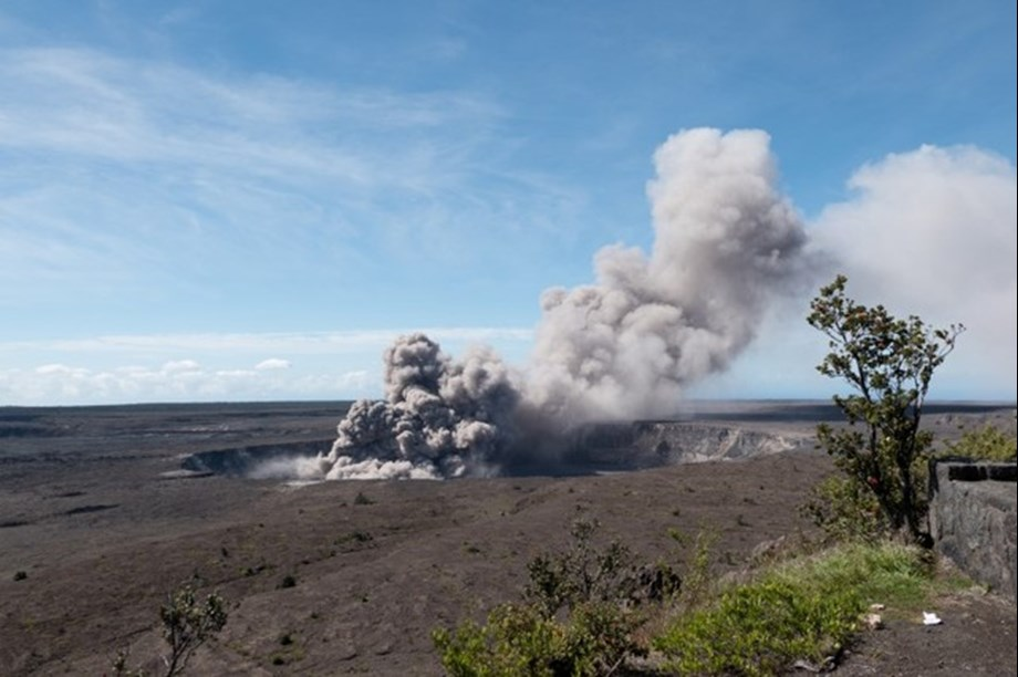 New explosion sends ash to 30,000 feet above Kilauea volcano in Hawaii