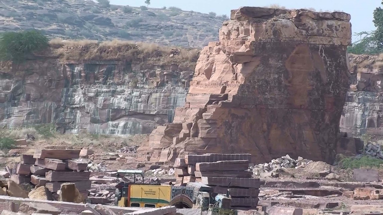 Two killed as car falls into stone mine