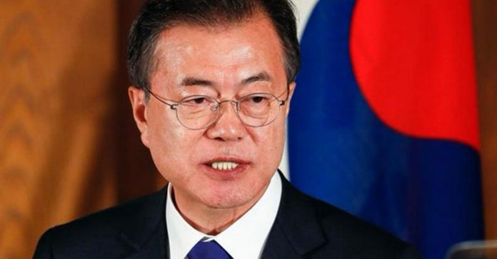 Moon suggests Russian gas be piped to Koreas, Japan