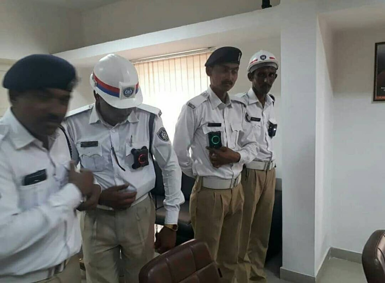 Traffic policemen fined for traffic violations in UP