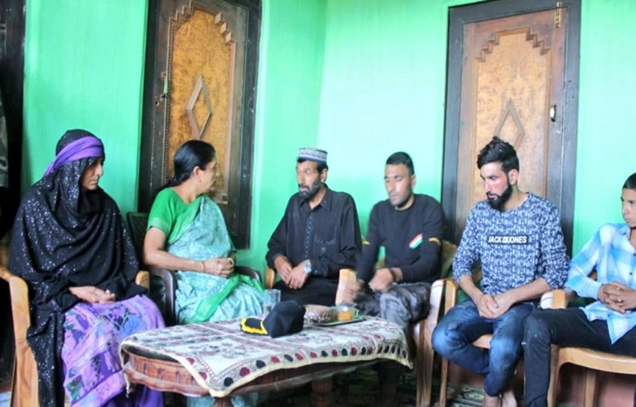 Sitharaman meets martyred jawan's family in Poonch, reviews security situation