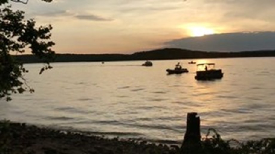 Sheriff: 11 people dead after Missouri tourist boat accident