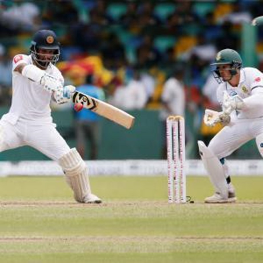 Openers drive Sri Lanka to 93-0 at lunch in 2nd Test