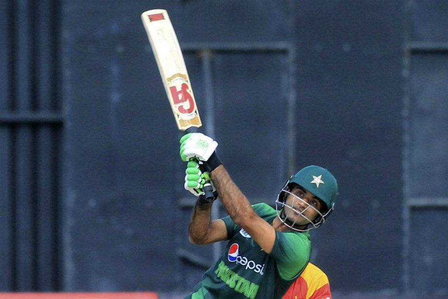 Pakistan smash records, pummel Zimbabwe