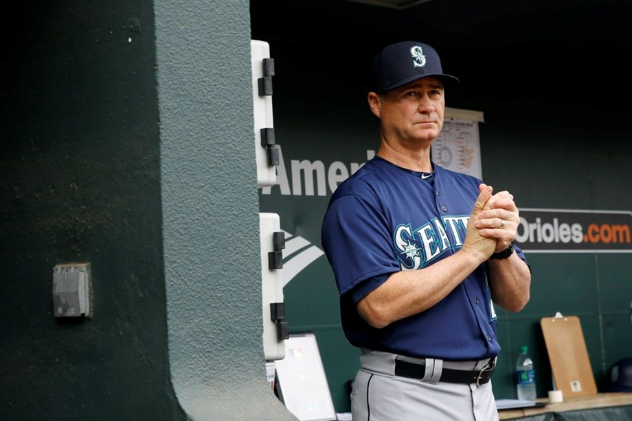 Mariners extend Servais' contract