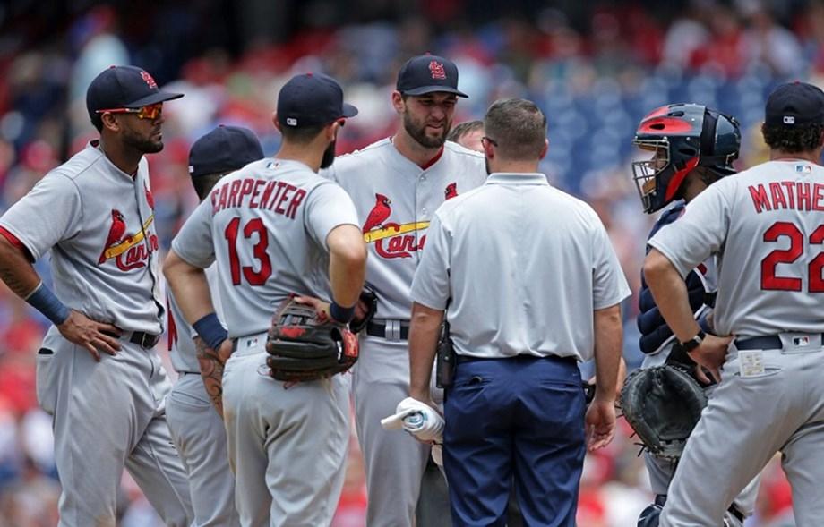 Cardinals RHP Wacha departs with oblique strain
