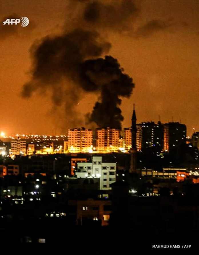 Militants' rockets, Israeli air strikes heat up Gaza border