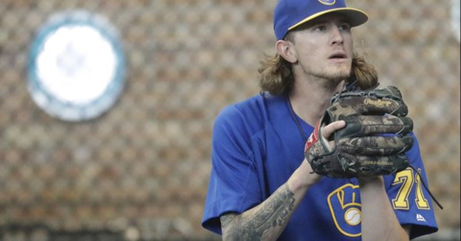 Milwaukee Brewers' Hader apologizes to teammates for tweets