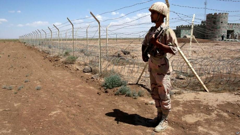 Militants kill 10 Iran Guards at Iraqi border post - agency