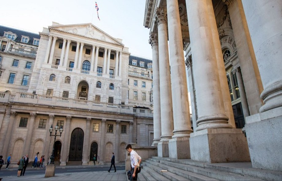 Sterling hits six-day high after BoE meeting; Brexit fears limit gains