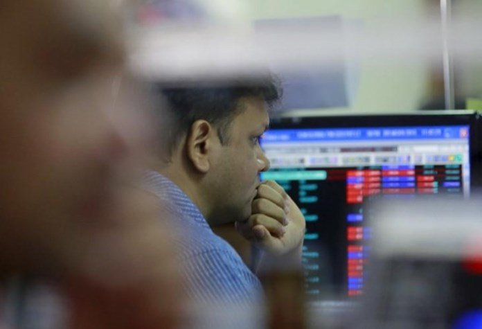 Trade war: Sensex slips, IT stocks drag