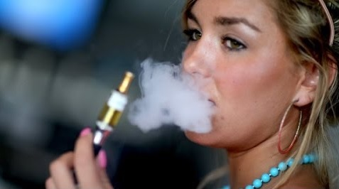 A few smokers find it difficult to quit smoking without using e-cigarettes, says a US study