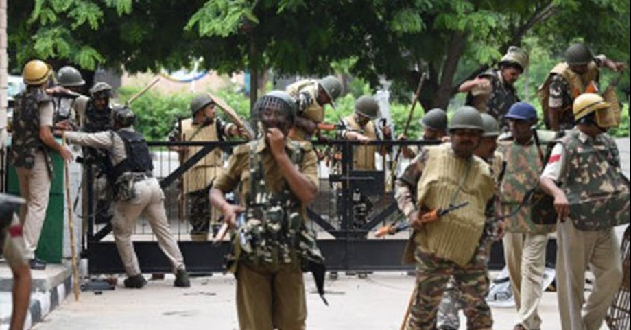 Mob attacks cops in Manipur, injures 10, including 4 police personnel