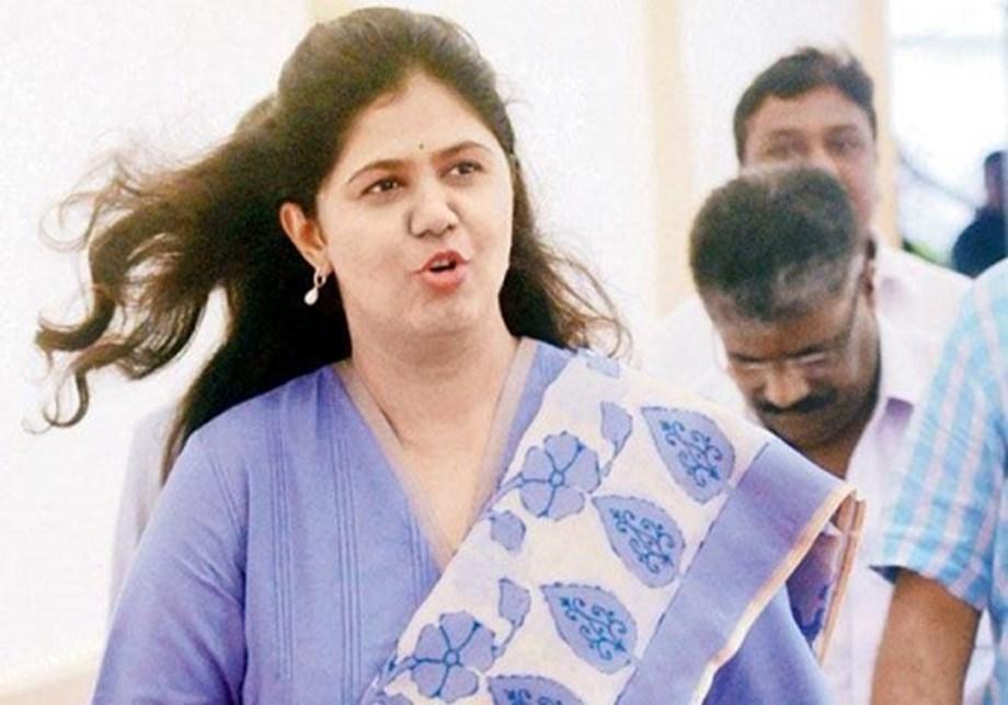 Pankaja should be made CM to clear Maratha reservation file, says Shiv Sena