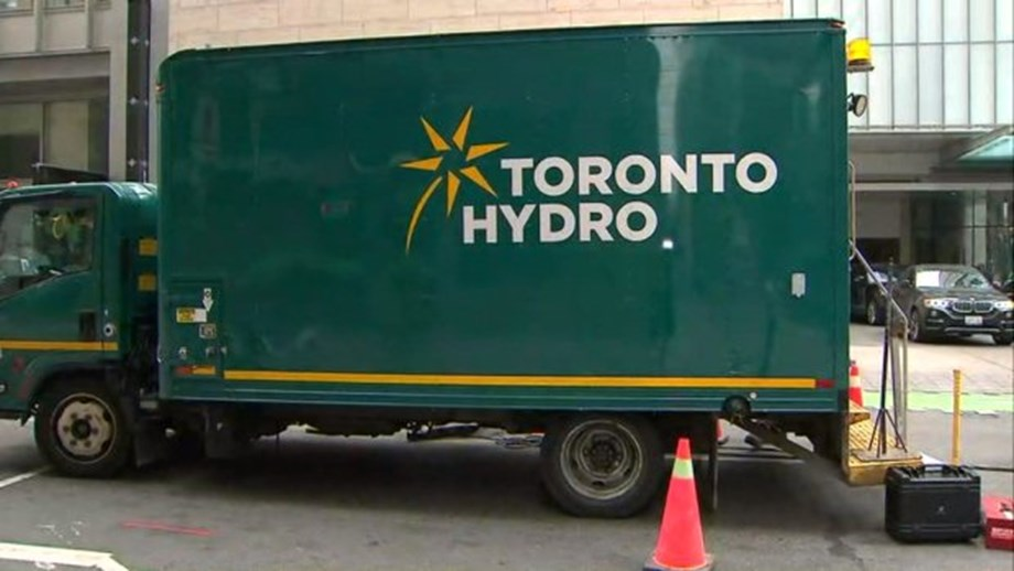 Toronto Hydro cuts power after explosion in Transmission Station