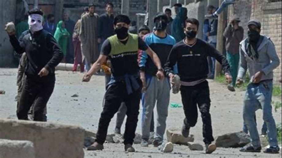 Stone pelting in Kashmir: 41 security men killed, 907 injured in militancy-related says official