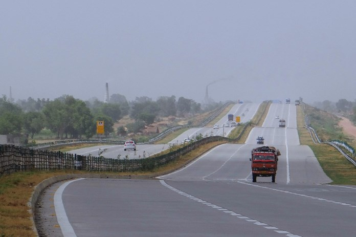 A record achievement by NHAI - Projects of 7,400 km worth INR 1,22,000 crore awarded in Financial Year 2017-18